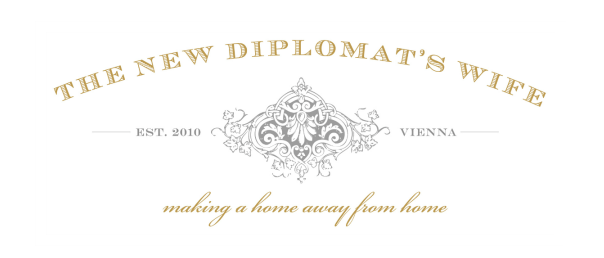 Logo The New Diplomats Wife